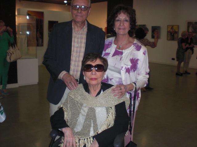 La pintora Carmen Villelga, su esposo y la presidenta