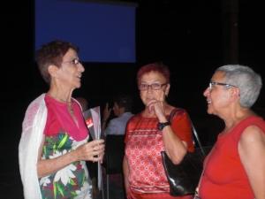 TERESA ARENILLAS PRESIDENTA DEL  CLUB,CON DOS ASOCIADAS