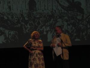 lA ALCALDESA DOÑA MANUELA CARMENNA EN EL CIRCULO DE BELLAS ARTES DE MADRID